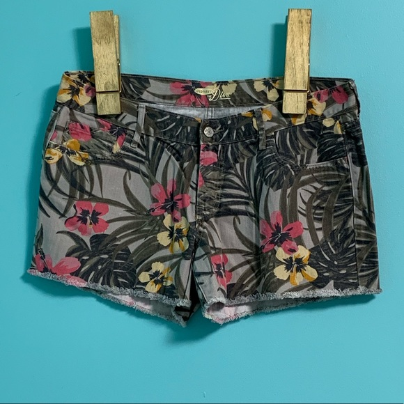 Old Navy Pants - Like New Old Navy Diva Fit shorts